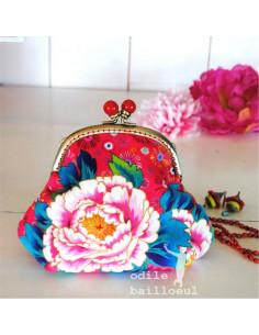 Odile Bailloeul - kit à coudre - Pochette velours pivoines sur fond rose