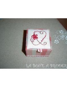 La Boîte à Broder - Boîte Coeur - rouge